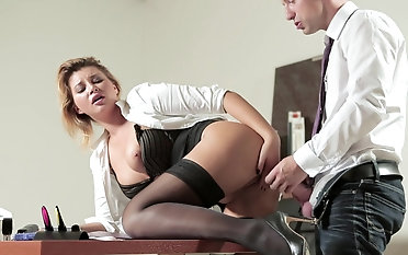 Anna Polina makes worker decrial on her vagina & plow her at work